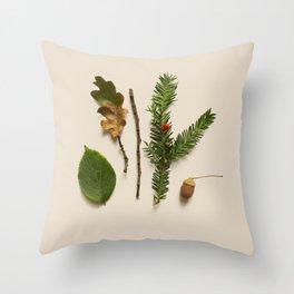 COMPOSIZIONE FOGLIE II Throw Pillow