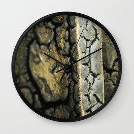 Racine de l'Existence Wall Clock