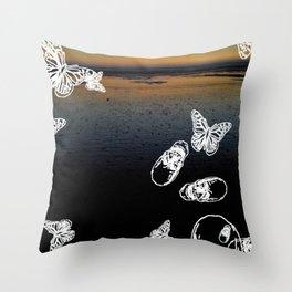 Beach noir Throw Pillow