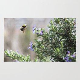 bumble bee flight Rug
