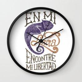CHAMALEON - En mi locura encontré mi libertad Wall Clock