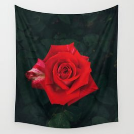 Red rose Wall Tapestry