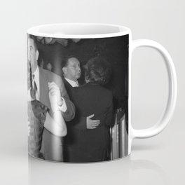 Dansende paartjes in een dansgelegenheid, Bestanddeelnr 254 0028 Coffee Mug