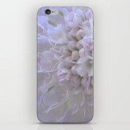 Une Fleur parmi les Fleurs iPhone Skin