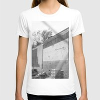 washington dc T-shirts featuring Construction site and fence Washington, DC by RMK Photography