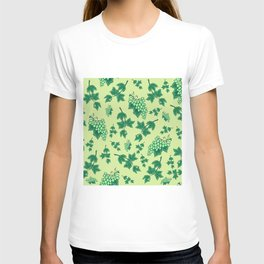 Seamless background from bunches of grapes T-shirt