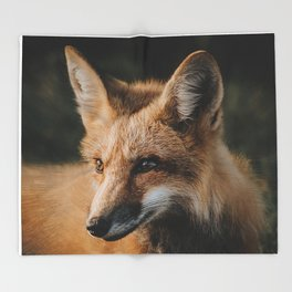 The red fox Throw Blanket