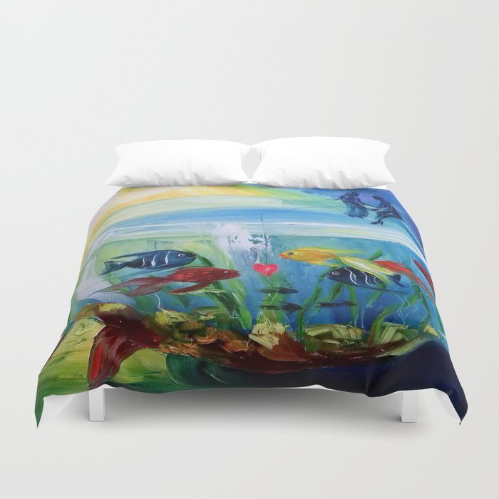 Catching fish in the tank Duvet Cover
