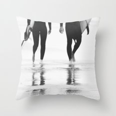 Catch a wave III Throw Pillow