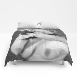nude gh Comforters