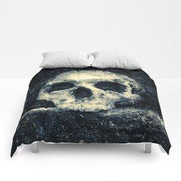 Old Skull - Memento Halloween Comforters