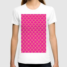 Mermaid Scales Pattern in Pink. Gold Scallops. Pink T-shirt