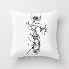 Come fiori nati dopo secoli di buio Throw Pillow