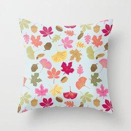 c'est l'automne Throw Pillow