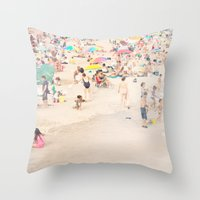 it crowd Throw Pillows featuring Beach Crowd by Mina Teslaru
