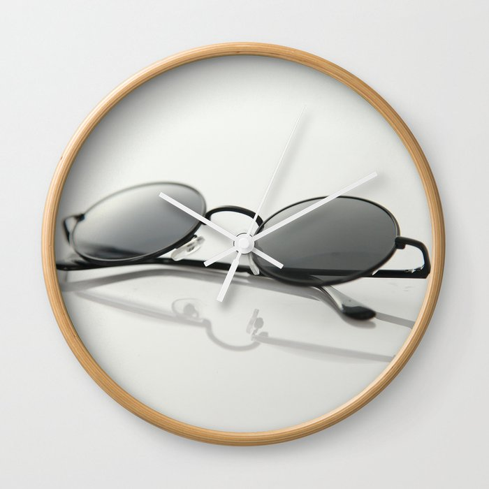 MINIMAL - GLASSES - CIRCLE - LIGHT - TRANSMITTANCE - GLASS - MODERN Wall Clock