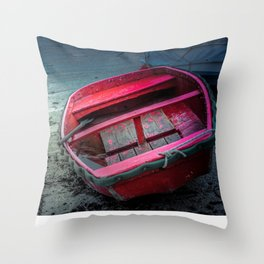 Barca al porticciolo di Piombino Throw Pillow
