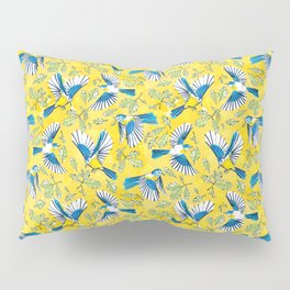 Flying Birds and Oak Leaves on Yellow Pillow Sham