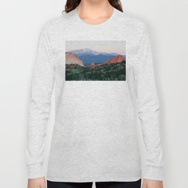 Sunrise at Garden of the Gods and Pikes Peak Long Sleeve T-shirt