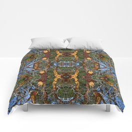 MADRONA TREE DEAD OR ALIVE Comforters