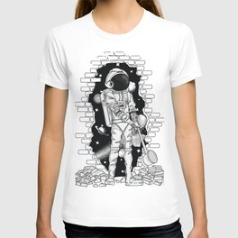 Astronaut on the loose T-shirt
