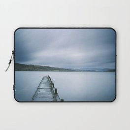 Jetty on Lake Windermere with Langdale Pikes beyond. Millerground Landing, Lake District, UK. Laptop Sleeve