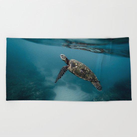 Take a peek Beach Towel