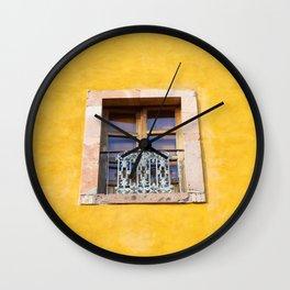 Ventana con marco de piedra Wall Clock