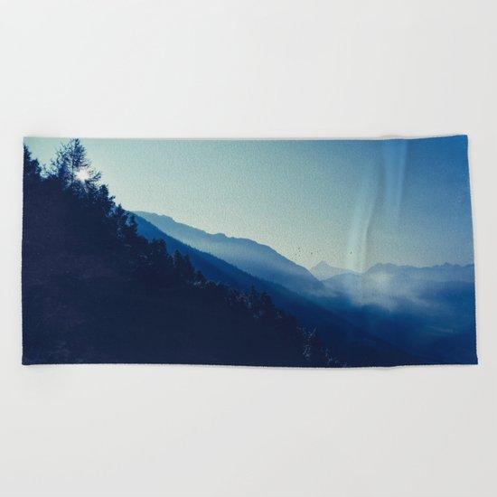 daybreak blues Beach Towel