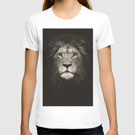 Portrait of a lion king - monochrome photography illustration T-shirt