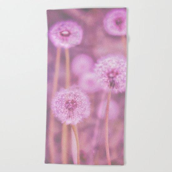 Romantik pink dandelion flower meadow Beach Towel