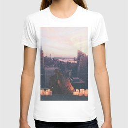 new york city skyline and couple-romance on the rooftop T-shirt