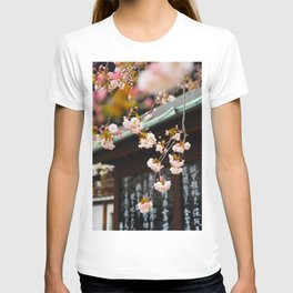Japanese Calligraphy Shinto Shine With Pretty Cherry Blossoms Ancient Feudal Japanese Art & Culture T-shirt