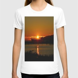 Sunset Over Columbia River At Astoria Harbor T-shirt
