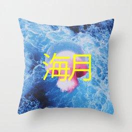 Méduse Throw Pillow