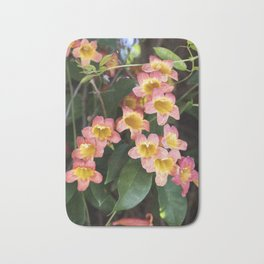Tangerine Beauty Cross Vine Cascade Bath Mat