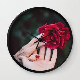 Mignonne allons voir si la rose Wall Clock