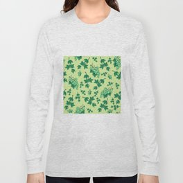 Seamless background from bunches of grapes Long Sleeve T-shirt