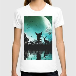 Litte fairy with deer in the night T-shirt