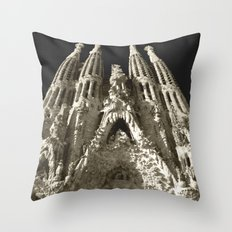 La Sagrada Familia Throw Pillow