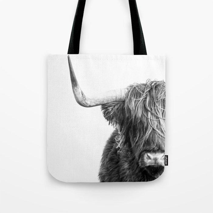 Highland Cow Portrait - Black and White Umhängetasche