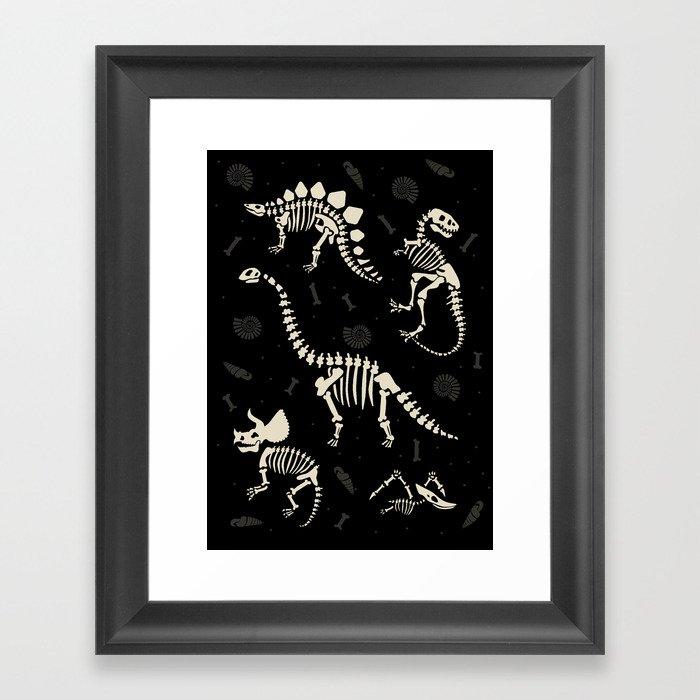 Dinosaur Fossils on Black Gerahmter Kunstdruck