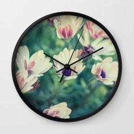 Naturaleza en movimiento Wall Clock