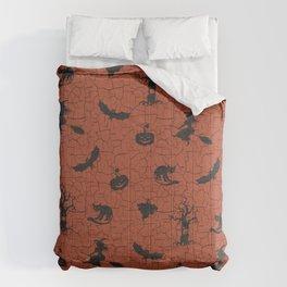 Halloween pattern on crackle orange background Comforters