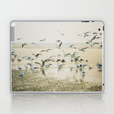 My heart beats in a million gulls Laptop & iPad Skin