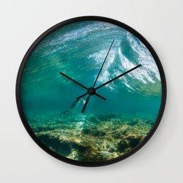 Cormoran duck dive / Passage de Cormoran sous une vague / 波の下で鵜パッセージ Wall Clock