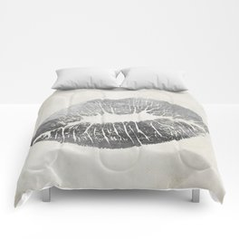 Hollywood Kiss Silver Comforters