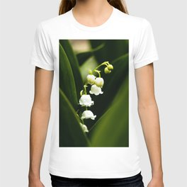 Close up of Lily of the valley - Canvallaria Majalis T-shirt