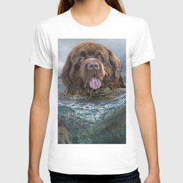 Majestic Newfoundland Dog Swimming Ultra HD T-shirt