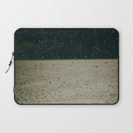 Screaming in the rain Laptop Sleeve